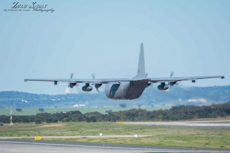 FAP C-130H Hugs the Deck