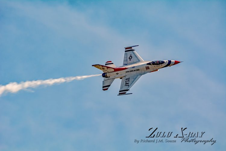 USAF Thunderbirds - Knife Edge
