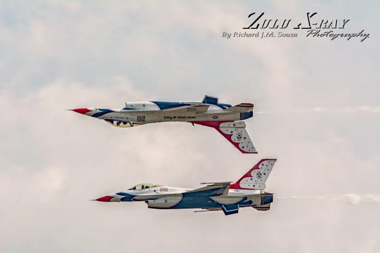 USAF Thunderbirds - Mirror Pass